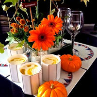 お花のある華やかなテーブル♪『お豆腐入りのパンプキンポタージュ』で ❤︎  ハッピーハロウィン♪