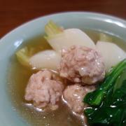 蕪と鶏つくねの煮物/炙りあげの生姜ソースサラダ