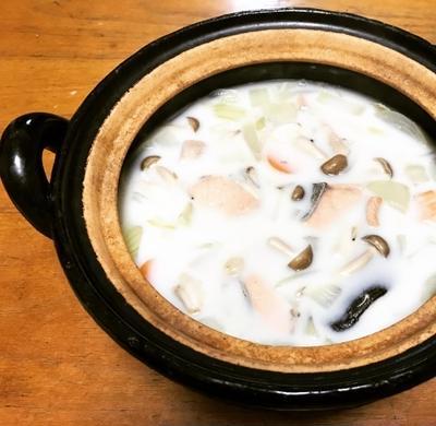 長谷園の土鍋でつくる鮭とじゃがいものミルクシチュー