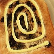 トーストで黒胡椒の風味アップ!うずまきマヨトースト