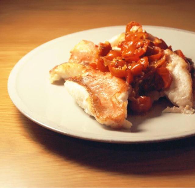 カサゴのムニエルトマトソース