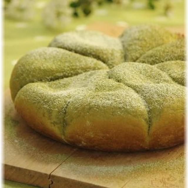 炊飯器で作る 抹茶のお楽しみ ふわふわパン。