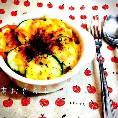 ズッキーニとトマトのチーズ焼きの下はジェノベーゼフレンチトースト♪
