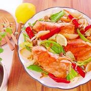 ヤバ旨!フライパンde野菜たっぷり♡鮭のちゃんちゃん焼き