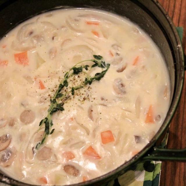 STAUB(ストウブ)レシピ!タイムで煮込んだクリーミー クラムチャウダーの作り方