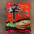 暑いからこそ、汗かいて食べる!「辛ラーメンdeトマト酸辣湯麺」!