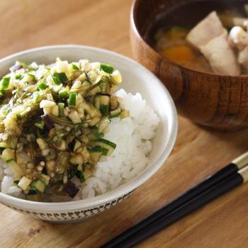 ダシかけご飯とお味噌汁で朝ごはん