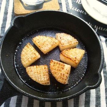 今日のイチオシの、大根のスキレット焼き &おまけで焼き枝豆