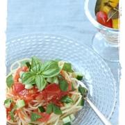 トマトときゅうりの冷製バジルパスタ