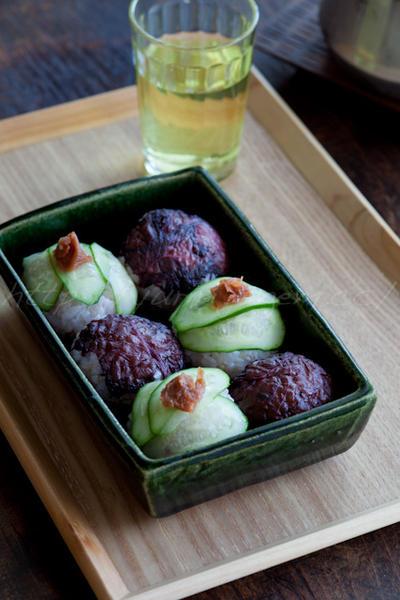 梅紫蘇キュウリで さっぱりおむすびと押し寿司風