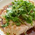 よだれ鶏(レンジうす塩鶏)。[鶏むね肉・パクチー]★★★ レンジで作る