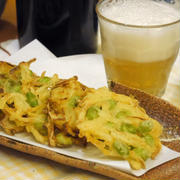 【うちレシピ】揚げ焼きでラクラク★玉ねぎと枝豆のかき揚げ