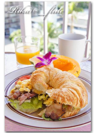 クロワッサンサンドの朝ごはん ハワイの朝ごはん