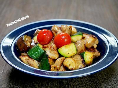 鶏肉と茄子、ズッキーニのガーリック炒め&尾道「おやつとやまねこ」のプリンが美味しい