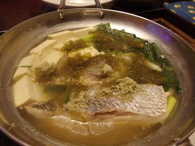 ヒガシマルで鯛ねぎ豆腐・ヒガシマルでカレーそぼろ豆腐・トマトとモッツァレラの味噌コンビーフサラダ