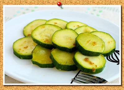 ズッキーニの柚子胡椒オリーブオイル和え。