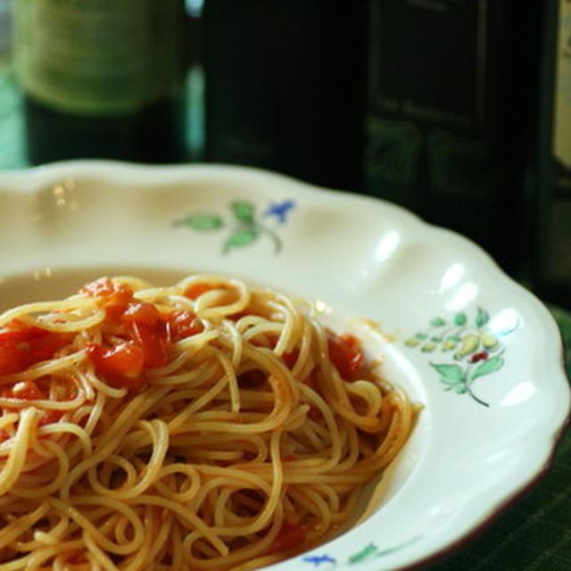 E.X.V.オリーブオイル『バランカ』で、生トマトのシンプルパスタ