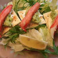 小岩井ぬるチーズとアボカドと蟹かまぼこの前菜