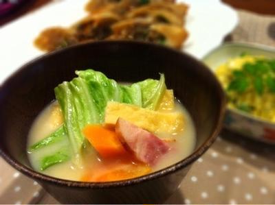 春キャベツとベーコンの白味噌スープ