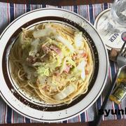 赤ちゃんを見た幼児と【簡単!!白菜消費レシピ】昼ご飯に*白菜とベーコンのスパゲッティ