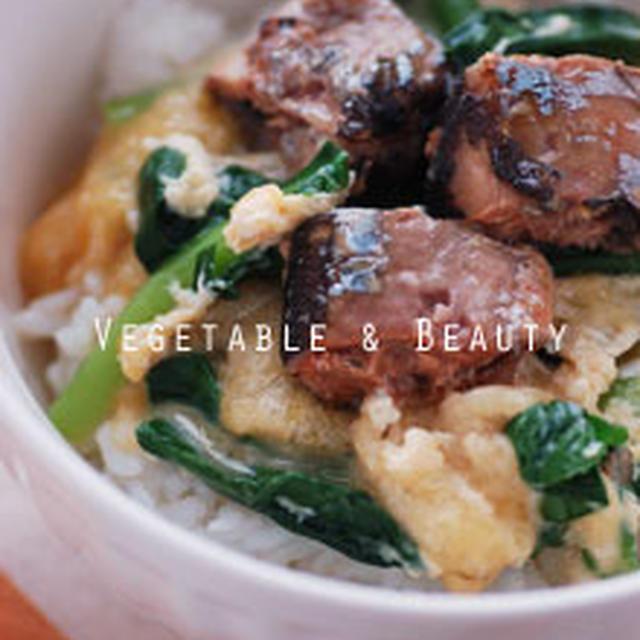 【健】 小松菜と蒲焼の卵とじ丼