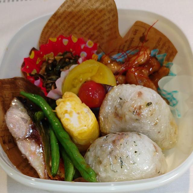 おはようございます#ババじーさんのお弁当 #おにぎり  #豚肉の竜田揚げ #塩鯖   ...