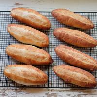 ベトナム風サンドイッチ(バインミー)用のバゲット作り。ベストなレシピを求めて、引き続き試作中~。💦