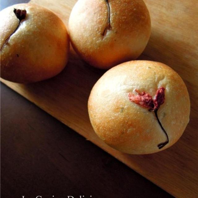 春を感じる桜パン
