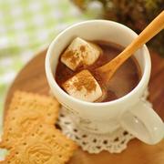 《レシピ:シナモン香るホットチョコレート》おでんの炊き込みご飯と蕪の肉巻きグリルの献立