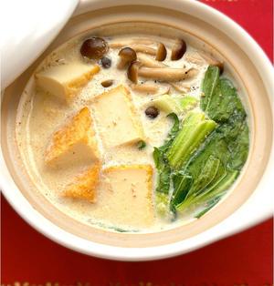 チンゲン菜と厚揚げのゴマ豆乳鍋
