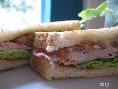 ハムときんぴらゴボウのサンドイッチ