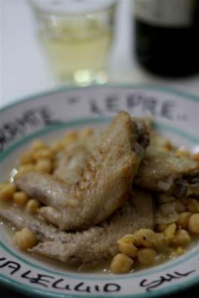 鶏手羽先とヒヨコ豆の煮込み