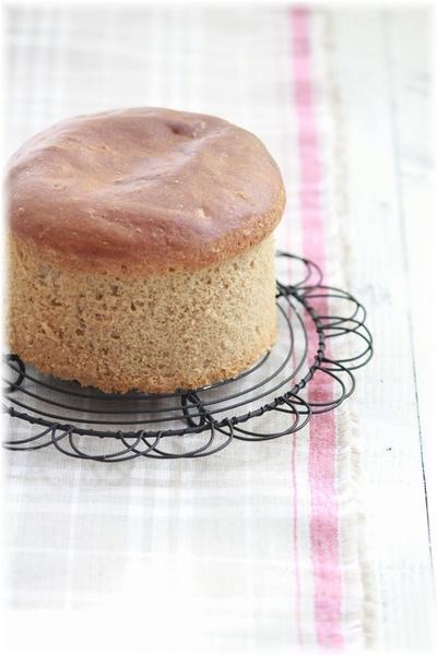 100パーセント全粒粉の低糖質 ふわふわパン。