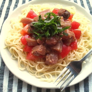 トマトと鰹の刺身の、和風和えパスタ