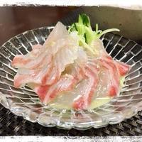 生わさびソースで食べる鯛のカルパッチョ