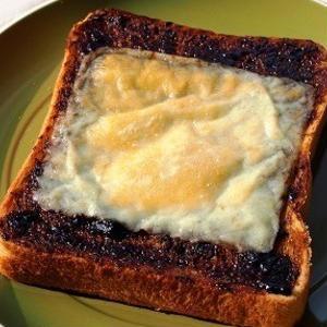 意外な組み合わせにハマる!和食材が決め手のチーズトースト