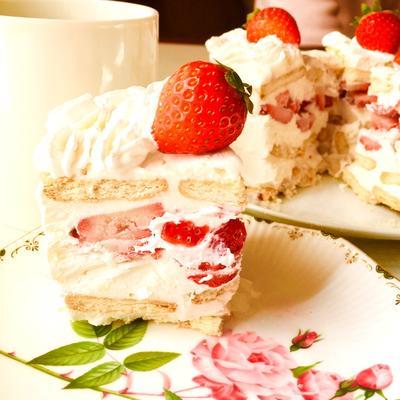 苺のビスケットケーキ♡