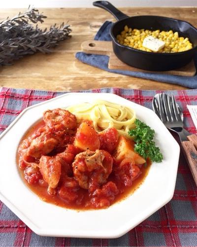 炒めて煮込んでしっかり味の【チキンとポテトのトマト煮込み】