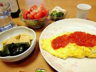 トマトソースがうまいオムそばと若竹煮