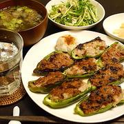おろしポン酢で食べると酒の肴に打ってつけ。「ピーマン肉詰め」