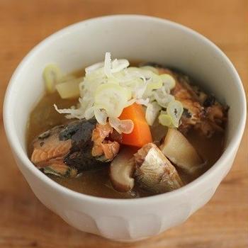 いわしの缶詰でボリュームアップ♪いわしと野菜の味噌汁