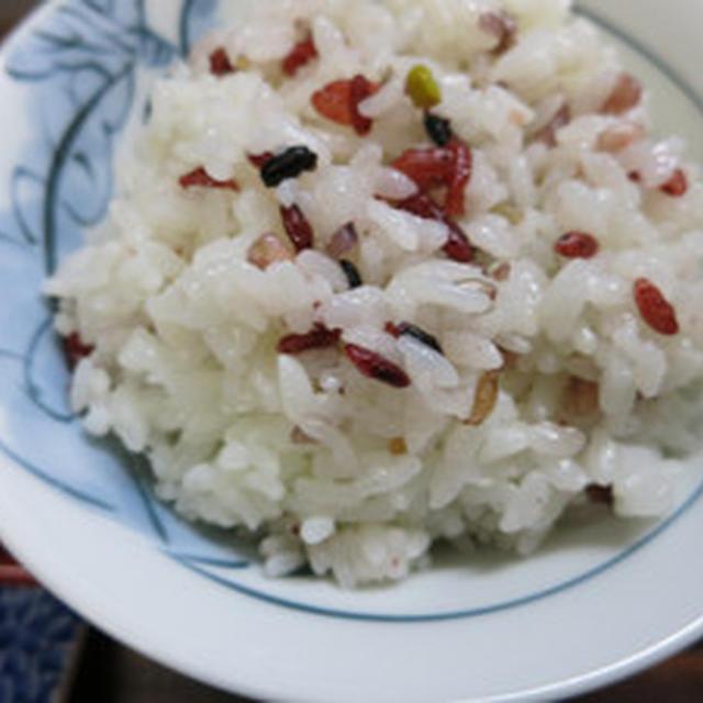 紅麹米、十六穀米入りごはんを炊く