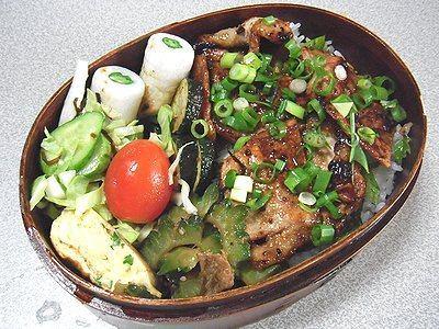 醤油麹で豚丼弁当。焼きそば