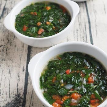 栄養いっぱい!モロヘイヤとトマトのスープ