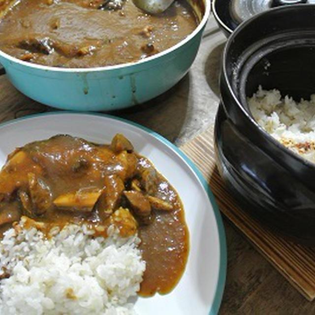 土鍋で炊いたご飯とチキンカレー