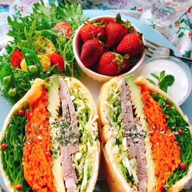 ■油揚げサンド<br><br>「高野豆腐サンドと系統は似ていますが、油揚げサンドもお気に入りです。油...