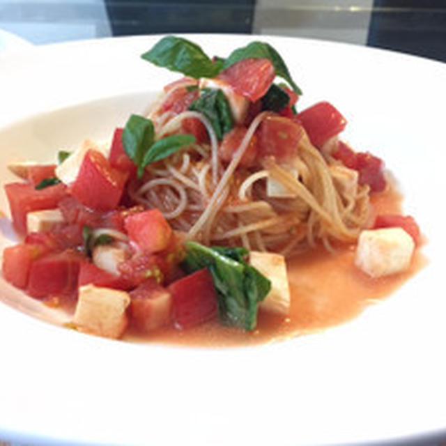 トマトとモッツァレラチーズの冷製カッペリーニ☆