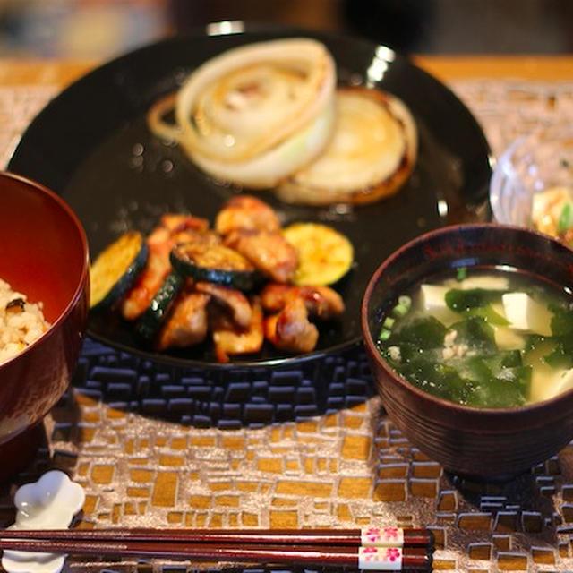 鶏肉とズッキーニのカレー醤油炒め ひじきの炊き込みご飯