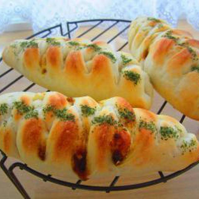 カレーキャベツのチーズウインナーパン♪レーズンシュガー♪
