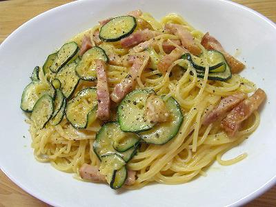 夏野菜のスパゲッティ・カルボナーラ ~ 具を入れて栄養もいっぱい♪(なんちゃって)